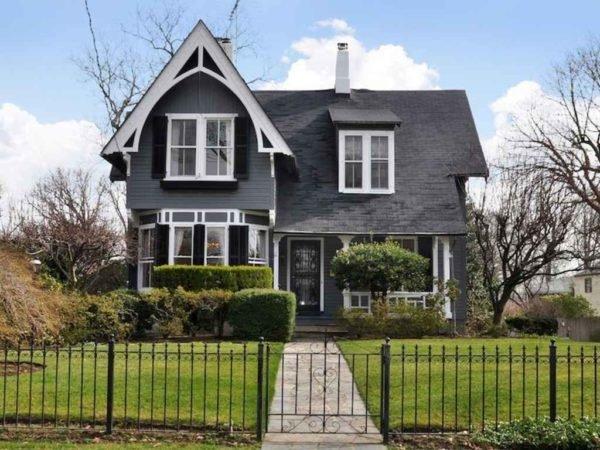 casa-grande-y-bonita-con-fachada-en-gris-oscuro