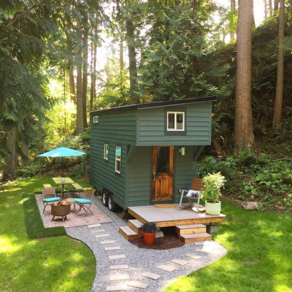 casa-pequeña-y-bonita-con-una-fachada-de-caravana