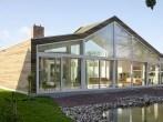 casas-ecologicas-y-modernas-casa-de-madera-cristales