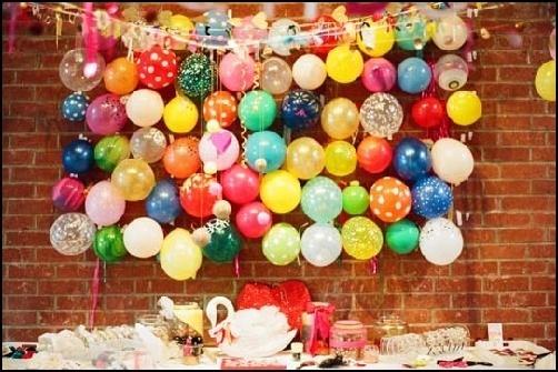 decoracion-con-globos-colgar-globos-de-la-pared