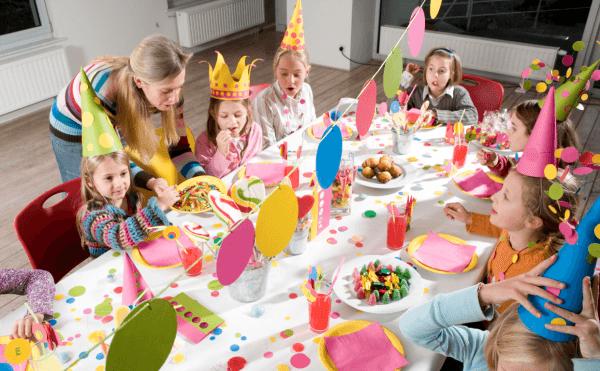 decoracion-de-fiestas-infantiles-decoración-para-jugar-gorros-de-cartulina