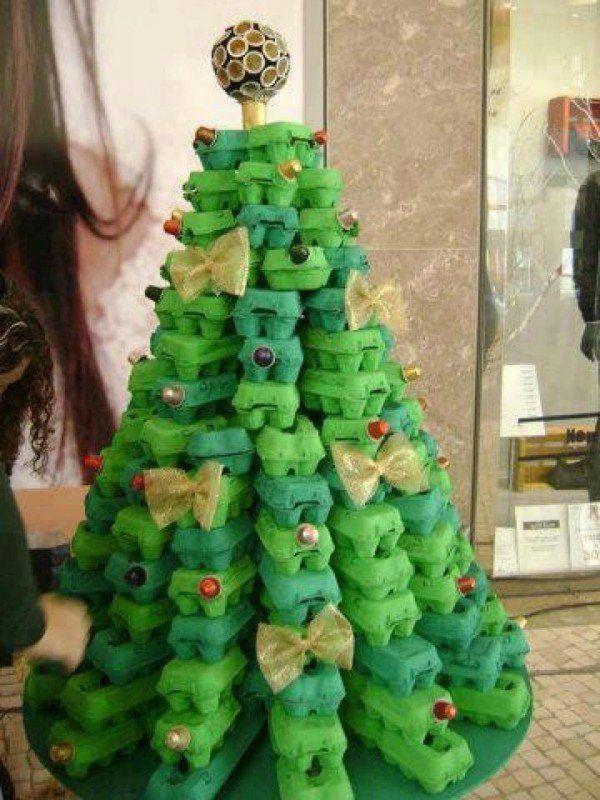 decoracion-navidena-2014-con-materiales-reciclados-arbol-de-navidad-con-cajas-de-huevos-y-capsulas-de-cafe