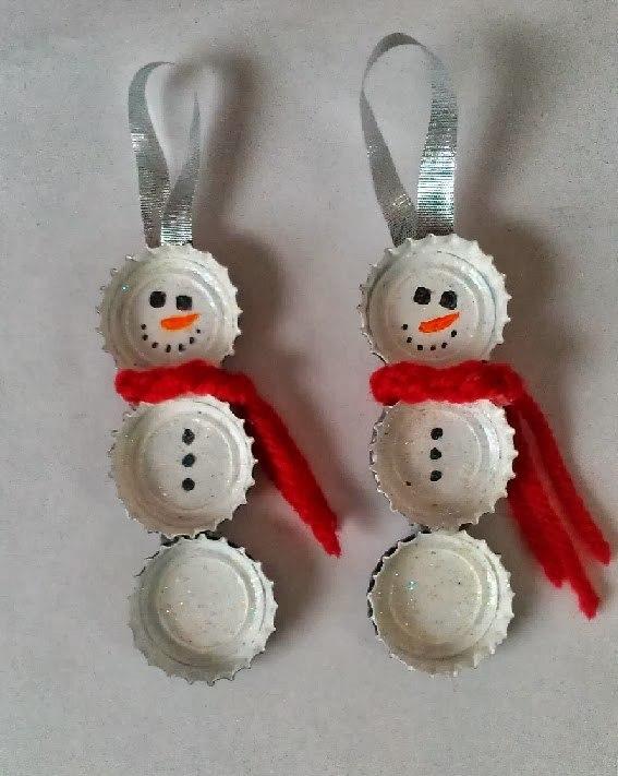 decoracion-navidena-2014-con-materiales-reciclados-muñecos-de-nieve-con-chapas-de-botellas