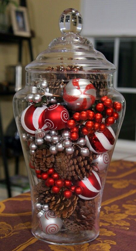 decoracion-navidena-para-la-cocina-bote-de-cristal-con-adornos-navideños