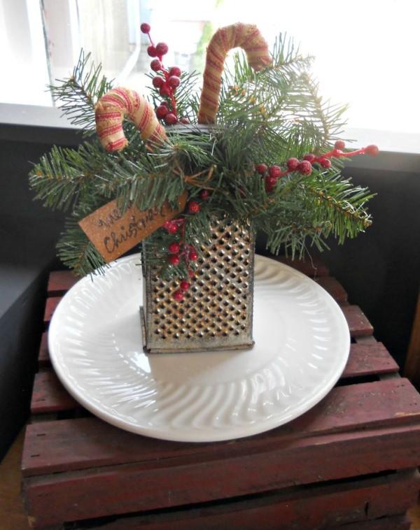 decoracion-navidena-para-la-cocina-rallador-con-un-plato-decorado