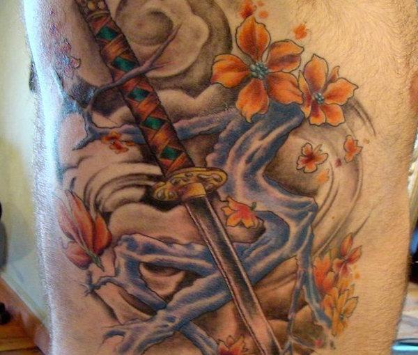 el-tatuaje-samurai-de-farnando-alonso-katana