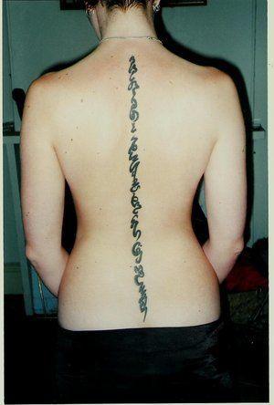 Tatuajes En La Columna Vertebral 2019 Diseños Y Consejos