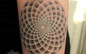 Tatuajes hipnóticos y psicodélicos