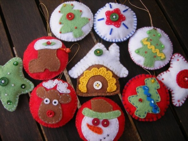 ideas-para-hacer-adornos-para-el-arbol-de-navidad-adornos-de-fieltro-variados