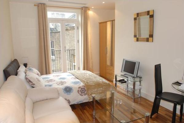ideas-practicas-para-pisos-pequenos-paredes-blancas