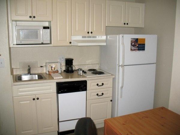 Kitchenette las cocinas ideales para pisos peque os for Cocinas modernas para apartamentos pequenos
