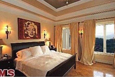 lady-gaga-bedroom2