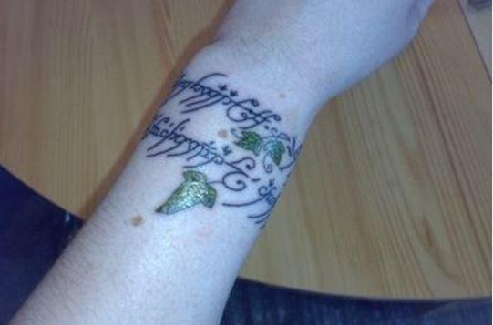 Tatuajes de letras élficas