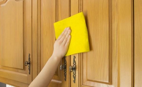 limpiar puerta madera