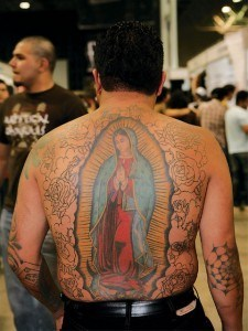 lrap_0809_16_z+tattoo_expo_monterrey_mexico+virgin_mary_back_tattoo