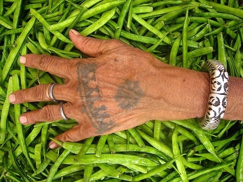 manos-tribal
