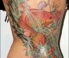 Tatuaje asiático… KOI y Flores de Loto en el mar