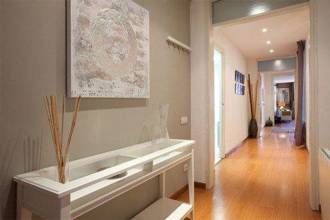 Colores para el pasillo de casa for Como decorar un pasillo largo y estrecho