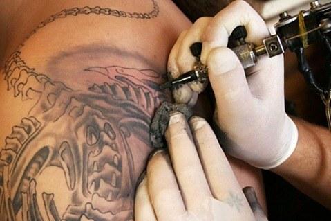¿El tatuaje puede causar cáncer de piel?