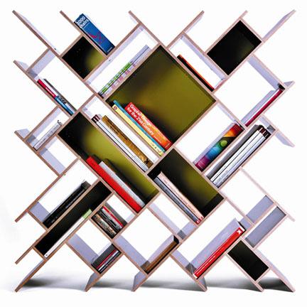 estantería moderna en diagonal