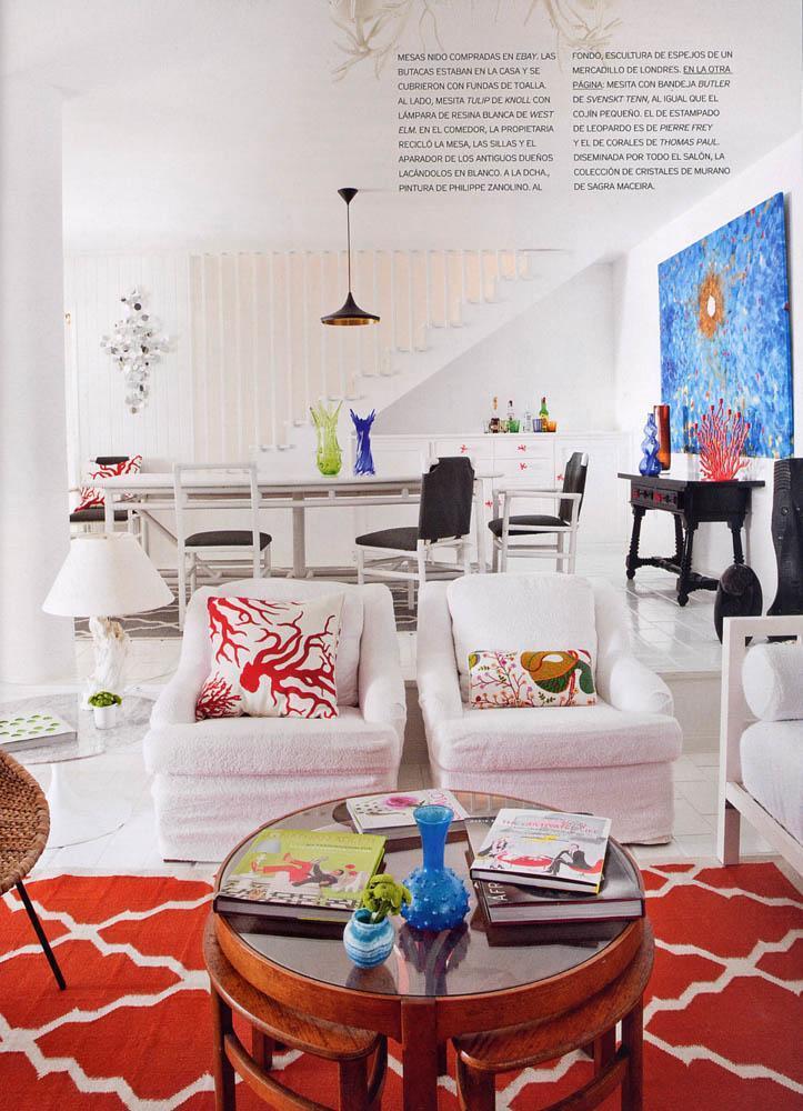 salón blanco con motivos de coral