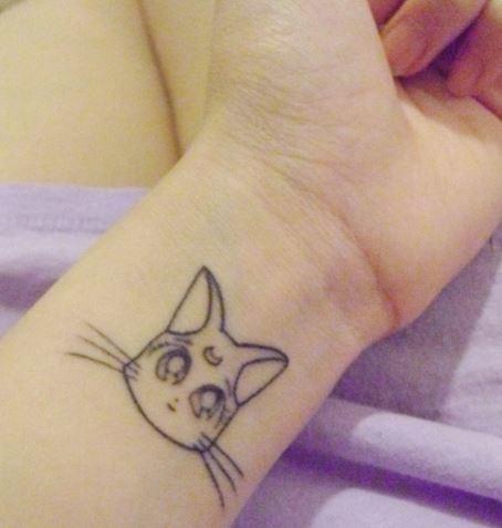 tatuaje de gato muñeca
