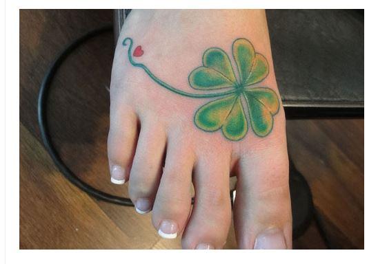 tatuajes de tréboles pie