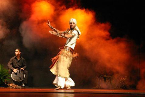 tipo de baile arabe en hombres