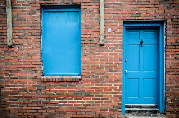trucos-de-como-mantener-la-casa-caliente-en-invierno-cierra-puertas-y-ventanas