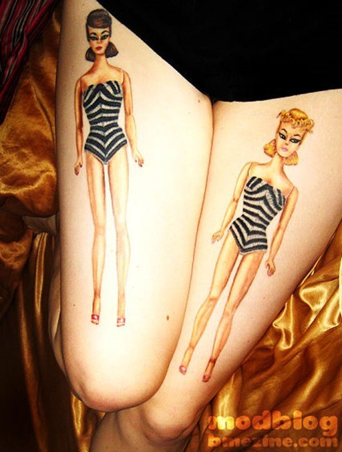 Tatuaje de Barbies modelo 1959