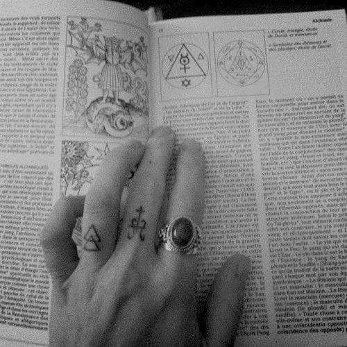 Tatuajes de símbolos alquimia