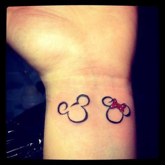 V  237 deo con dise  241 os de tatuajes de Mickey y MinnieMickey And Minnie Mouse Matching Tattoos